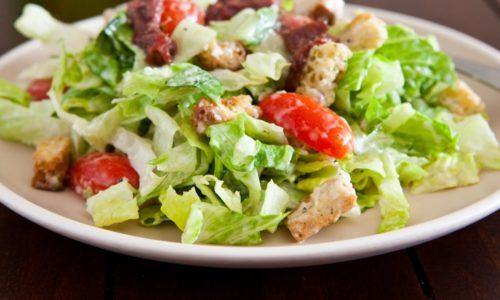 При панкреатите разрешен салат &quot,Цезарь&quot,