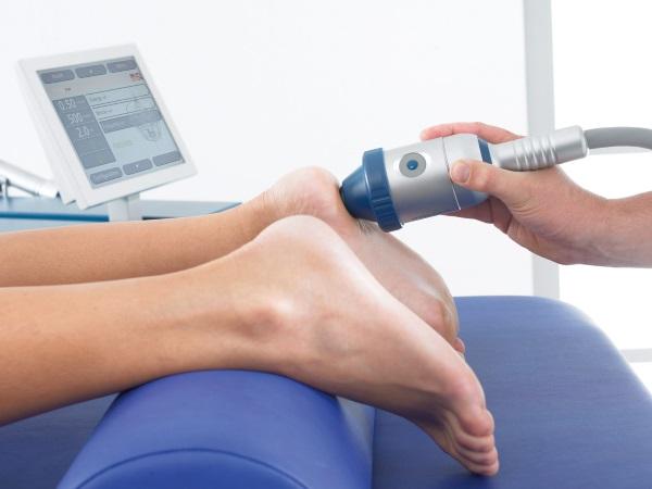 Сеанс ударно-волновой терапии