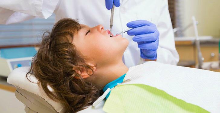 Безопасно ли лечение зубов у детей под наркозом