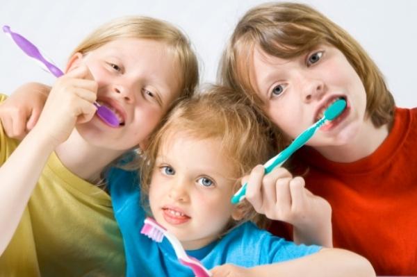 Правила гигиены для самых маленьких как чистить зубы детям