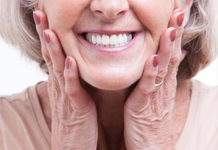 Чем хороши съемные зубные протезы Акри Фри. Что перевесит: достоинства или недостатки