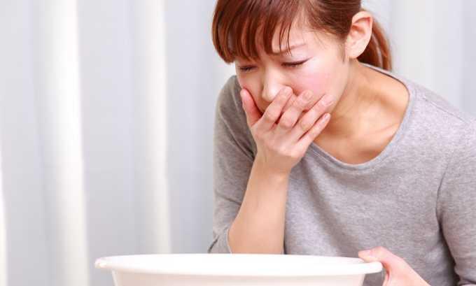 Неприятные ощущения при некрозе поджелудочной железы сопровождаются многократной рвотой, которая возникает независимо от приема пищи и не приносит облегчения