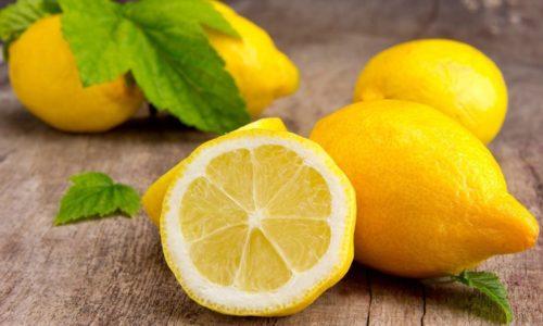 Полезны для лечения болезни лимоны