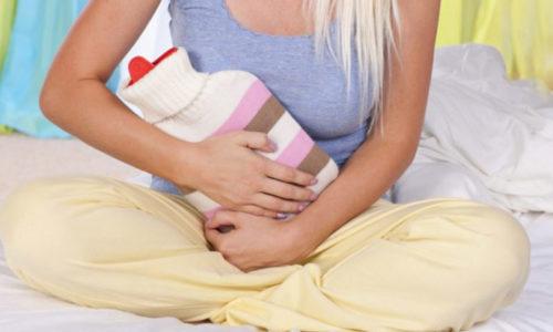 На область под грудиной нужно положить грелку с холодной водой это поможет уменьшить боль и приостановить дальнейшее развитие приступа
