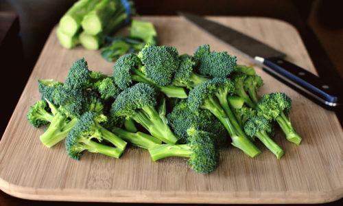В брокколи мало жиров и много клетчатки, что делает его целебным при воспалении поджелудочной железы