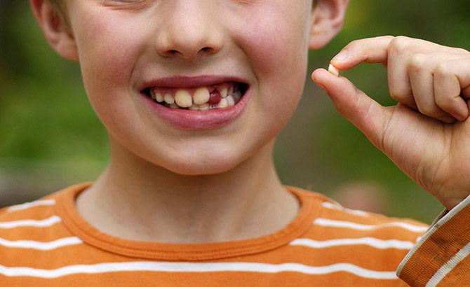 Что делать, если ребенок проглотил молочный зуб