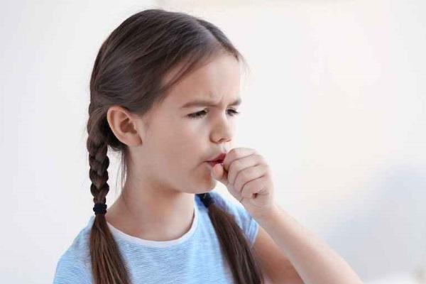 Девочка кашляет после посещения соляной комнаты
