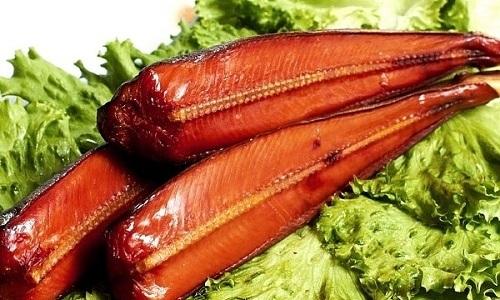 Больным панкреатитом запрещено вводить в рацион копченую рыбу