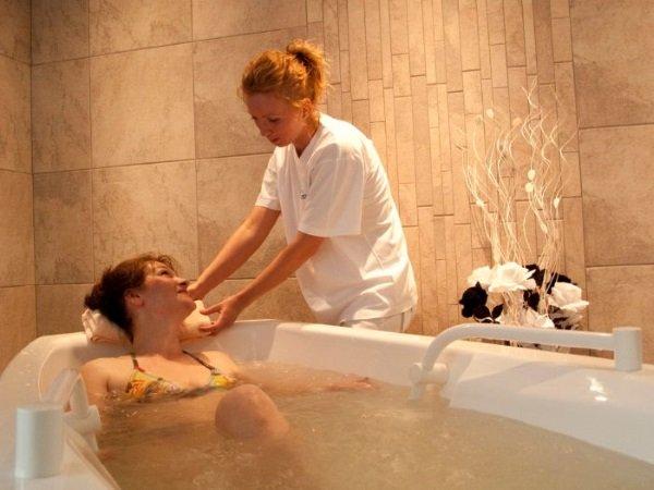 Показания и противопоказания для принятия ванн определяются врачом индивидуально