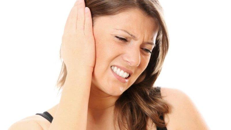 Что делать, если после удаления зуба мудрости болит ухо, отдает и стреляет в висок.