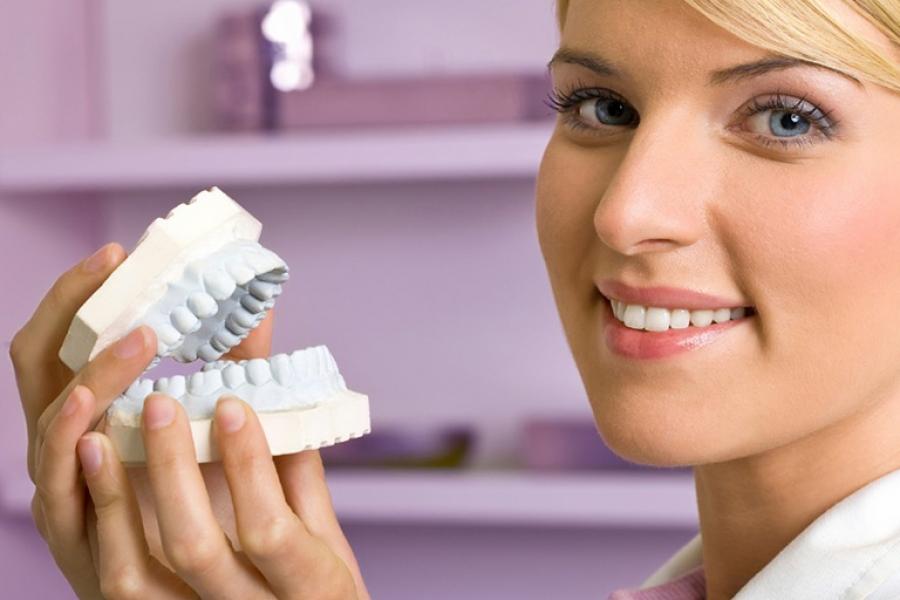 Что такое протезирование зубов. Виды съемных и несъемных протезов
