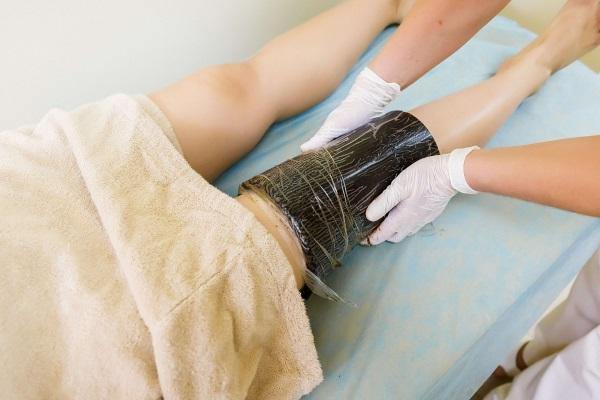 Аппликация озокерита на коленный сустав