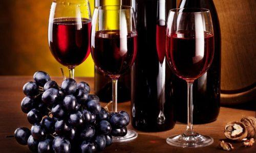 Для торжества стоит приобрести качественное сухое вино