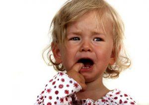 Чем лечить стоматит на языке у ребенка. Нервным фото не смотреть