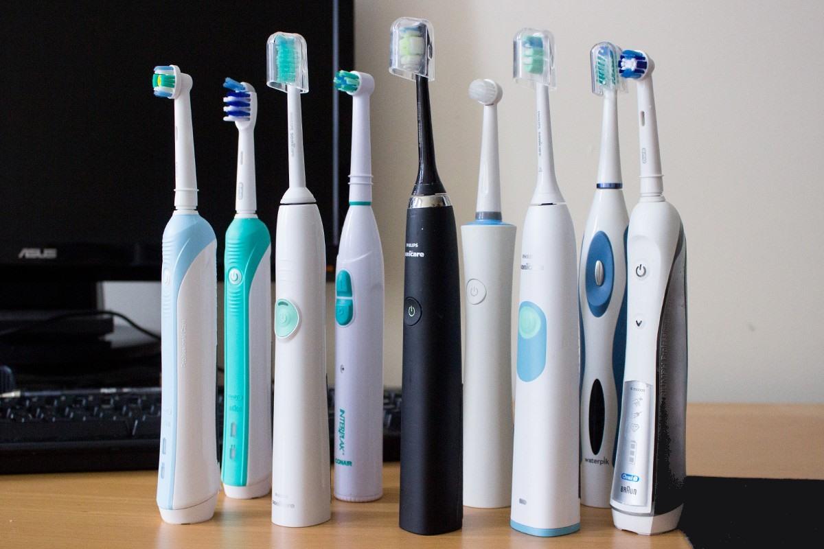 Советы о том, как правильно чистить зубы электрической щеткой. На что обратить внимание при её выборе?