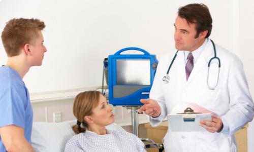 Лечение обострения панкреатита в домашних условиях возможно после того, как состояние больного будет стабилизировано в медицинском учреждении