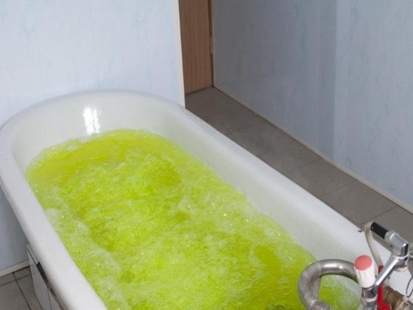 Ванна с хвойным экстрактом