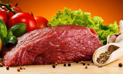 Говядина при панкреатите разрешена к употреблению, но только в правильно приготовленном виде: мясо варят на пару и измельчают для облегчения работы поджелудочной железы