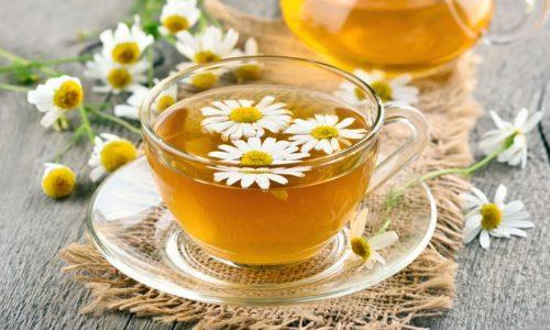 Чай из ромашки рекомендуют и в официальной медицине, как диетический напиток в острый и подострый период панкреатита или холецистита