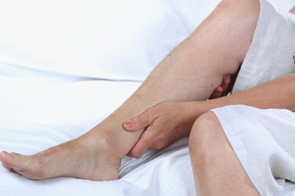 После операции пациенты могут ощущать жжение и незначительные тянущие боли