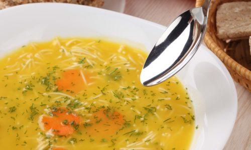 На обед можно съесть тарелку супа с домашней лапшой