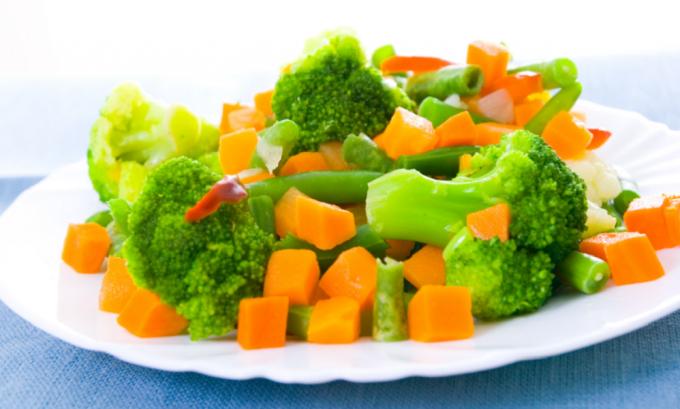 На ужин полезно салат из вареных овощей