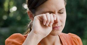 Причины покраснения и слезливости глаз