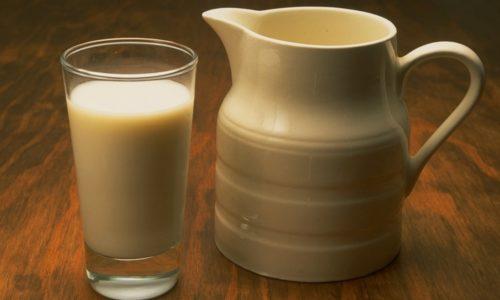 Ряженка - кисломолочный продукт, любимый многими за мягкий вкус топленого молока, густую консистенцию и приятный кремовый оттенок