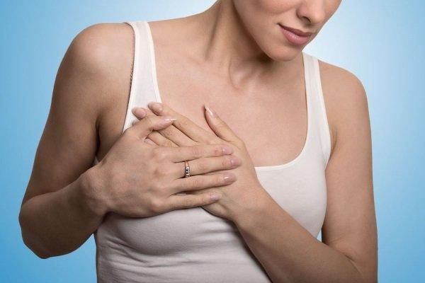 Уплотнение в груди сопровождается болезненностью