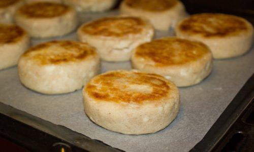 Сырники, запеченные в духовке можно употреблять во время диеты при панкреатите и холецистите