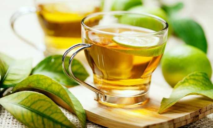 Среди разрешенных напитков при панкреатите зеленый чай, отвары трав, морсы