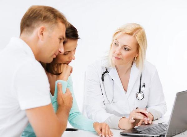 Пара на консультации у репродуктолога