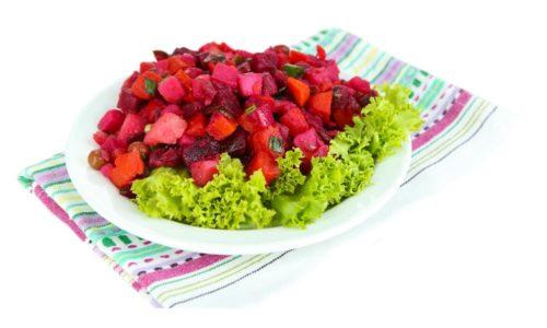 Овощной винегрет при панкреатите рекомендуется употреблять с осторожностью. В состав салата традиционно входят ингредиенты, вредные для больного человека