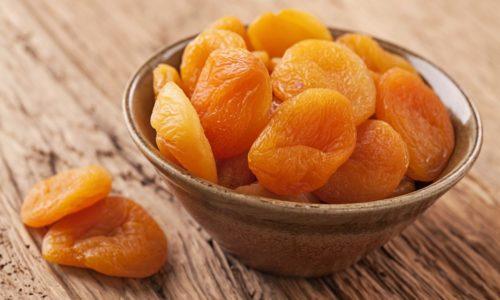 Курага при панкреатите включается в состав лечебной диеты, потому что этот продукт, получаемый из высушенных абрикосов, сохраняет большую часть полезных веществ