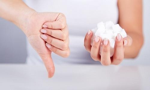 Сахар при холецистопанкреатите рекомендуется исключить из рациона, чтобы не спровоцировать ухудшение состояния больного