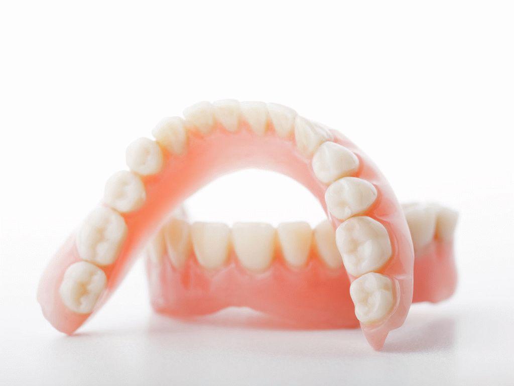 Если зубы не свои, или как отбелить зубные протезы в домашних условиях