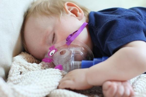 Ингаляции с помощью мэш-небулайзера можно проводить даже спящему ребенку