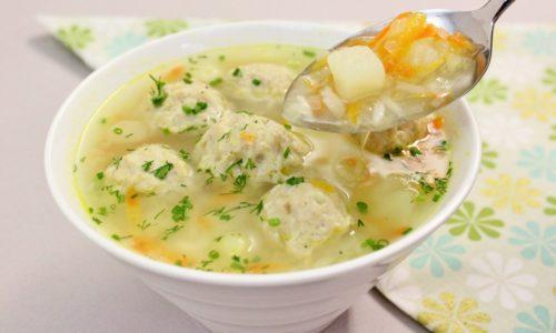 При реактивном панкреатите можно приготовить овощной бульон с сырными фрикадельками