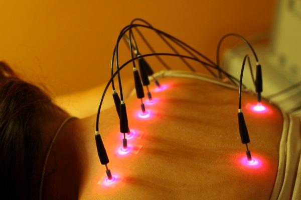 Лазер с восемью световыми электродами для проведения лазеропунктуры