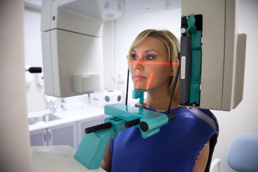 Лучше сделать 3d снимок зубов или панорамный? Чем вреднее облучаться в стоматологии