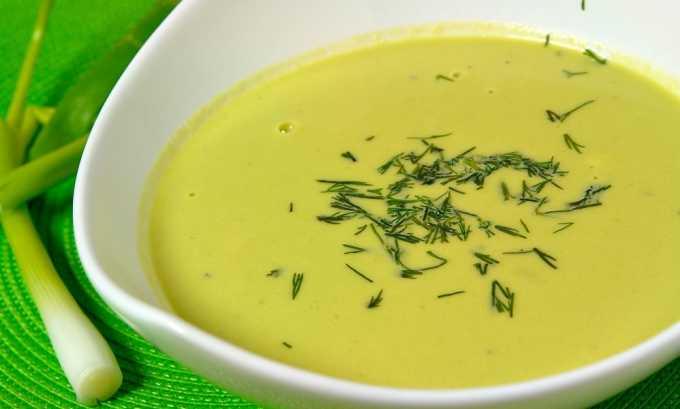 В период, когда необходимо принимать пищу только в протертом виде, можно приготовить суп-пюре из пекинской капусты