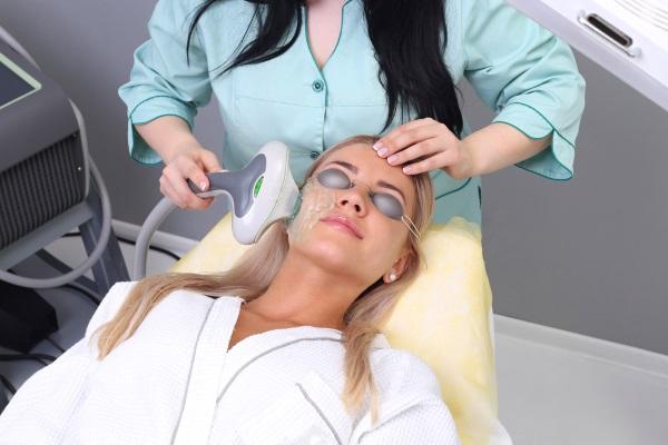 Фототерапия нашла применение в косметологии